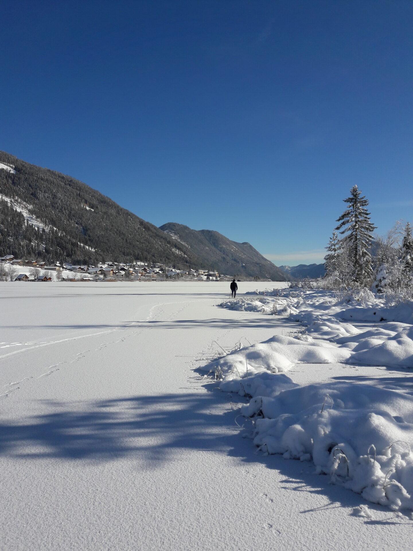 Winterlandschaft mit Schnee und Eis